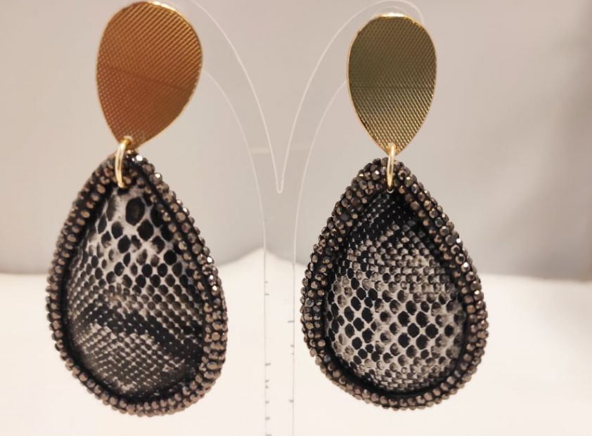 Σκουλαρίκια με δέρμα και κρύσταλλα black tear