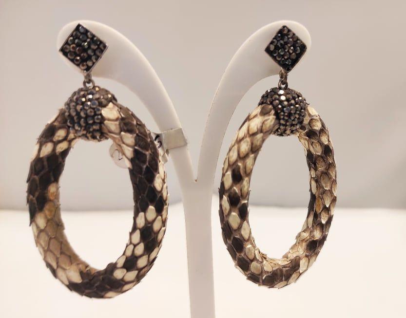 Σκουλαρίκια με δέρμα snake και κρύσταλλα