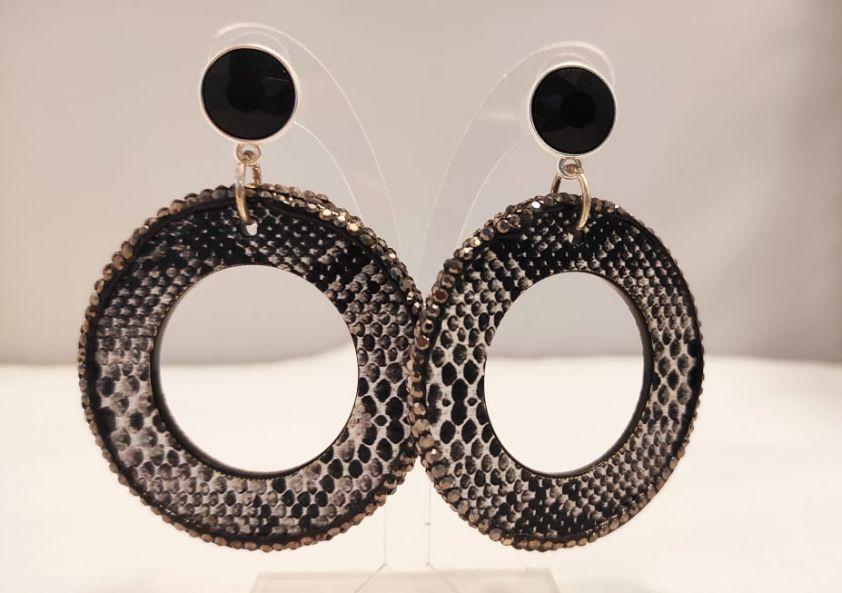 Σκουλαρίκια με δέρμα και κρύσταλλα black